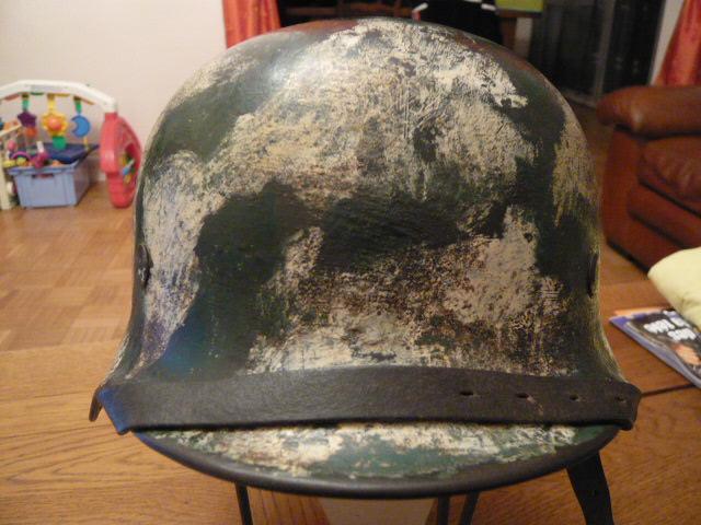 Camouflage pas courant sur un casque allemand. P1000813