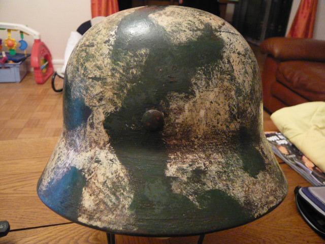 Camouflage pas courant sur un casque allemand. P1000814