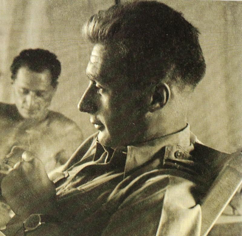 Hommage à l'Aspirant André Zirnheld auteur de la prière du parachutiste. Andra_10
