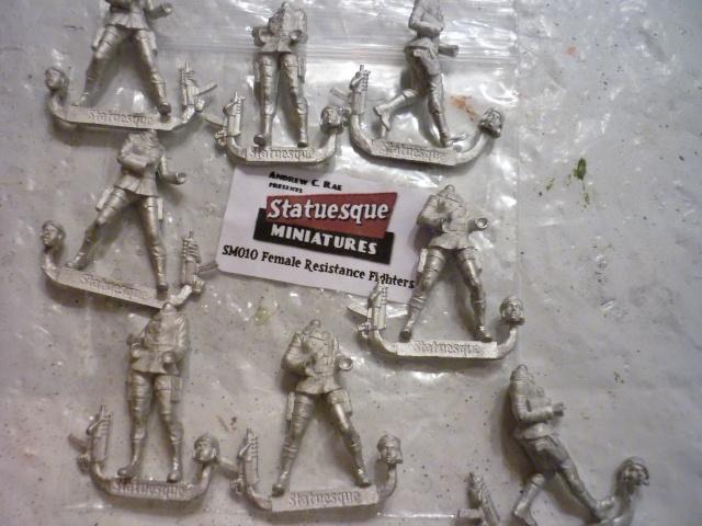 Figurines de femmes pour ceux qui aiment. P1020813