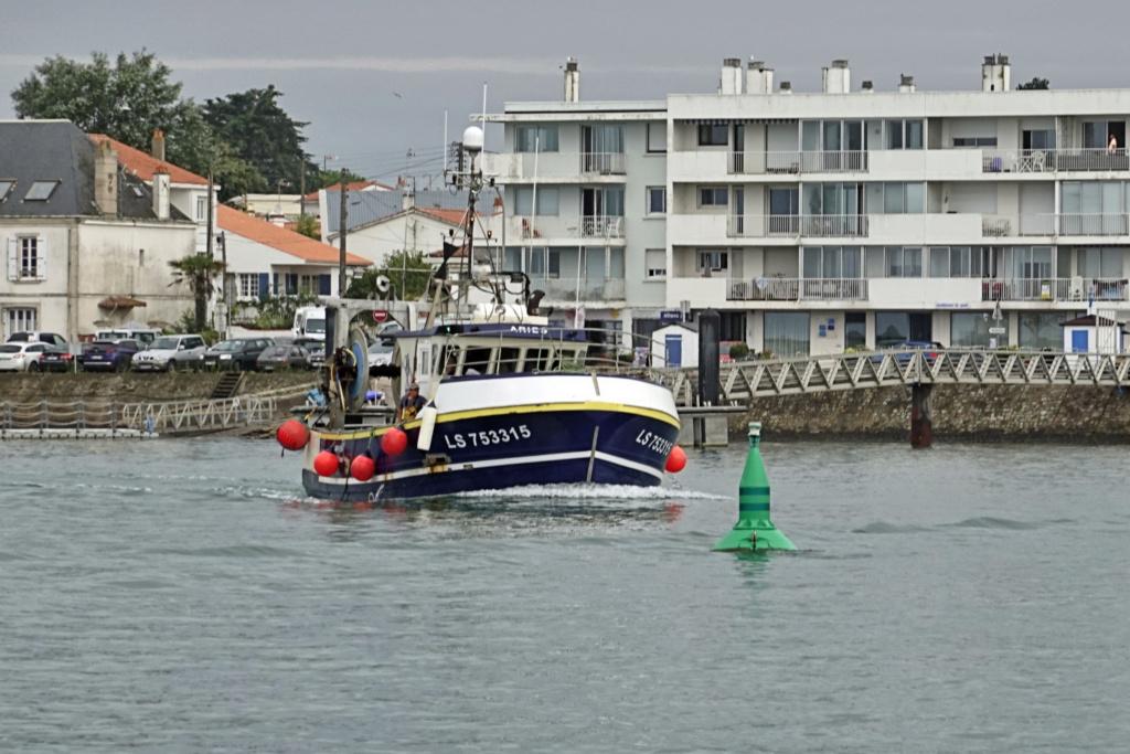 [VIE DES PORTS] Quelques bateaux de pêche (sur nos côtes Françaises) - Page 2 06ma_013