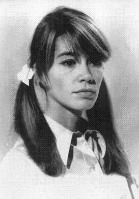 Les coiffures de Françoise Hardy - Page 2 Uxkqrr10