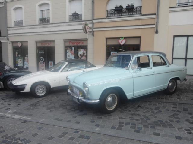 Exposition anciennes voitures des films/series TV a Noisy le Grand Dsc01217