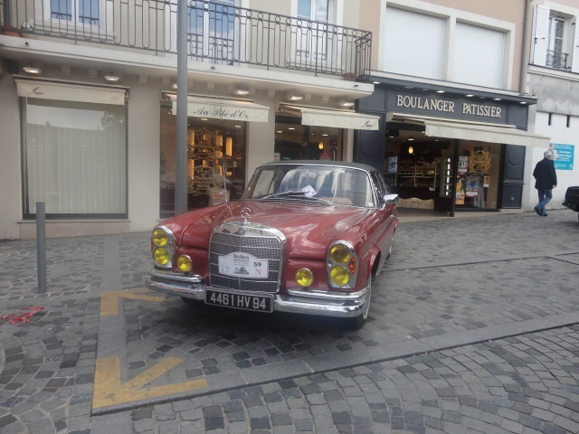 Exposition anciennes voitures des films/series TV a Noisy le Grand Dsc01342