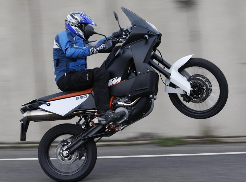 Si un choix à faire... KTM vs BM - Page 3 Ktm-2010