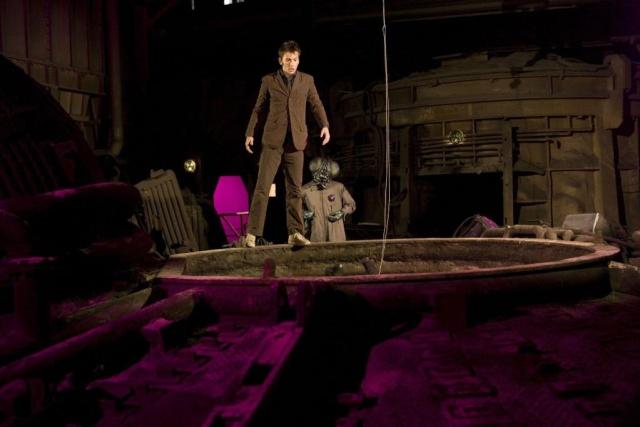 4x15 - Planet of the Dead - Pâques 2009 A2j_po17