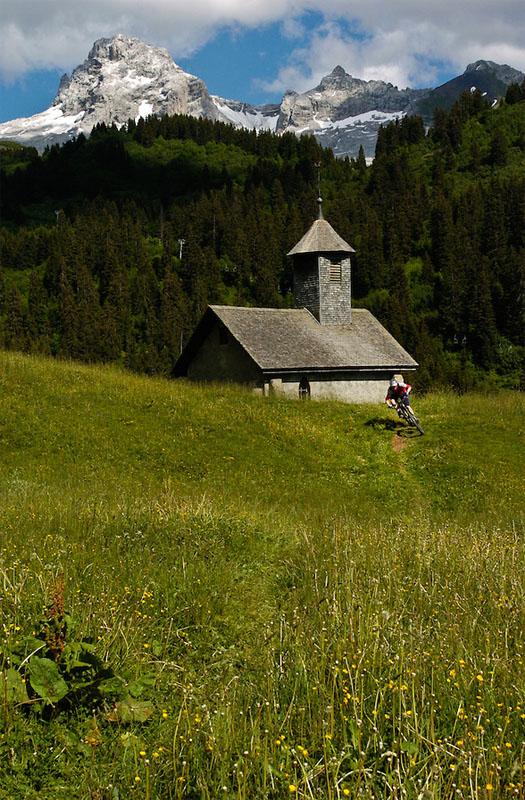 Belles images de paysages à vélo, mais pas que...  Alpesb10