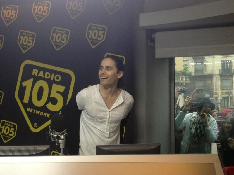 Jared Leto - video-chat sur une radio italienne RADIO105 Bidj2q10