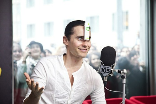 Jared Leto - video-chat sur une radio italienne RADIO105 Tumblr10