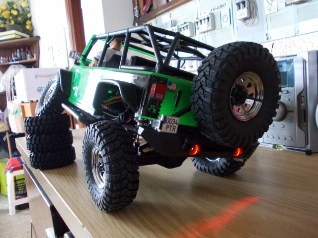Axial scx10 Jeep Wrangler Unlimited Rubicon KIT - Página 4 Dscn9110