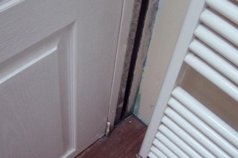 un nouveau chantier à préparer ma salle de bains! 100_4128