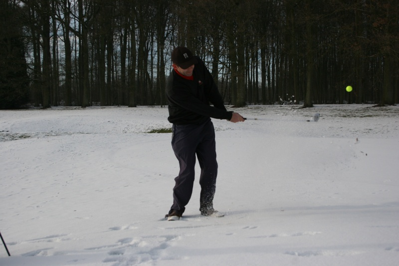 Snowing golf day Img_3610