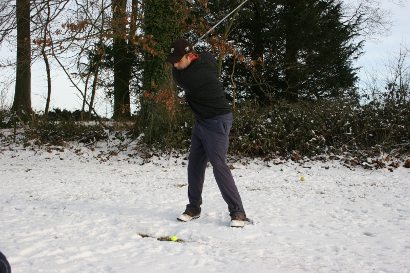 Snowing golf day Img_3613