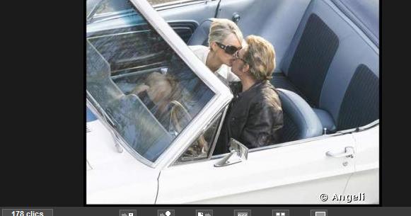 Johnny Hallyday retrouve sa jeunesse et son premier amour... 2009-097