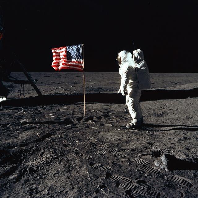 On a jamais marché sur la lune... Buzz_s10