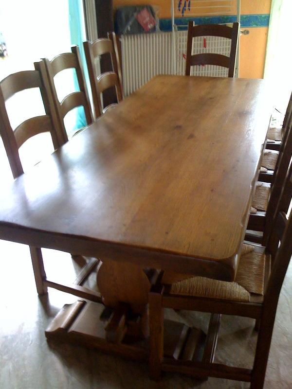 vends table monastère en chene clair massif + 8 chaises Table_12