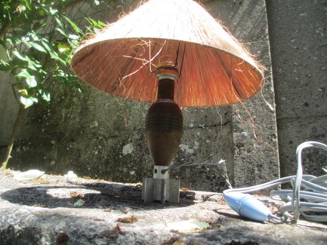 une lampe de chevet .... 00186