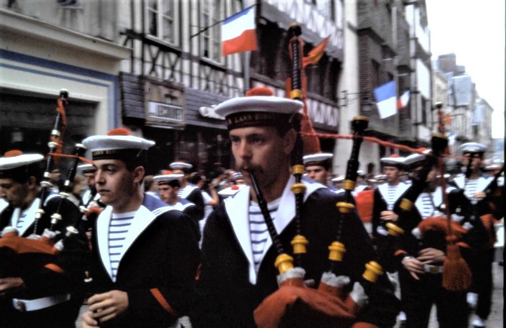 [La musique dans la Marine] Bagad de Lann-Bihoué - Page 23 2117
