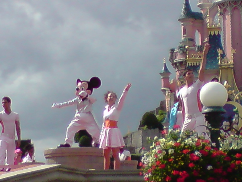 La fête magique de Mickey - Page 8 08710