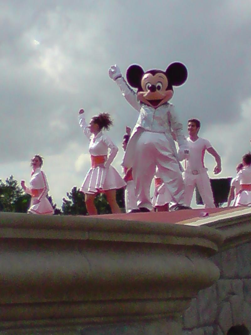 La fête magique de Mickey - Page 8 08910