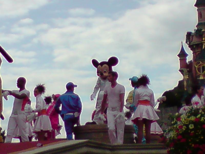 La fête magique de Mickey - Page 8 13410