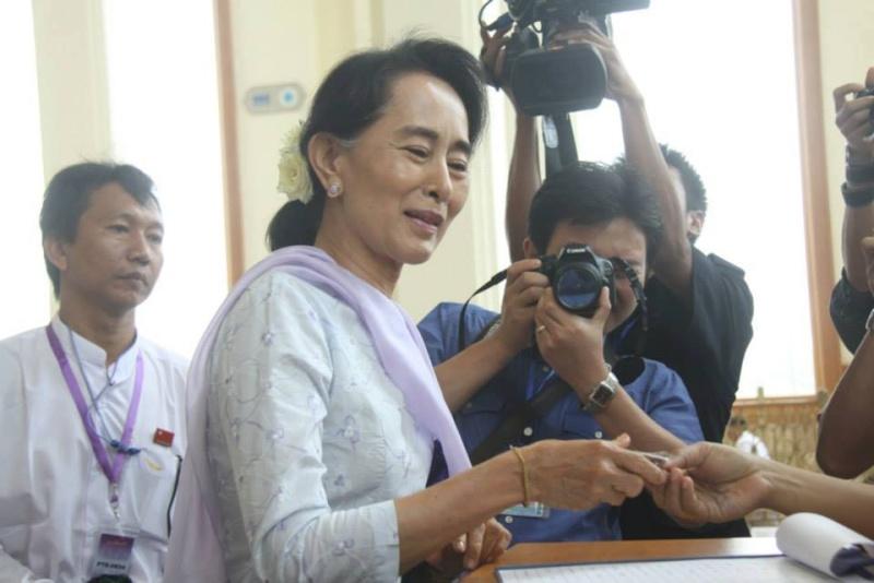 Daw Aung San Suu Kyi - Page 4 16494910