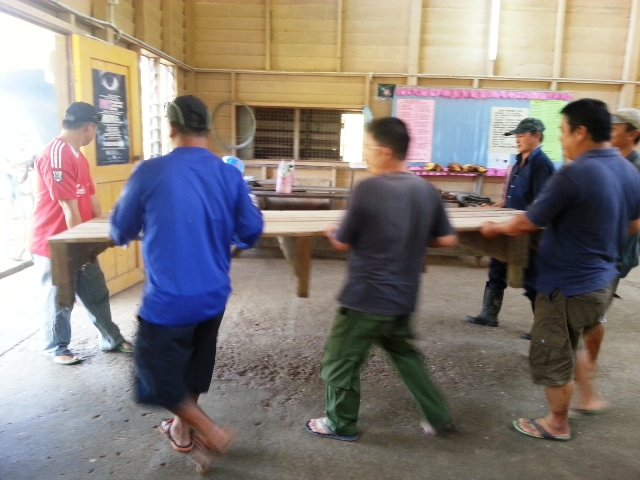 Gotong-royong membersihkan balairaya utk kaamatan -8jun2013 Dsc_2042