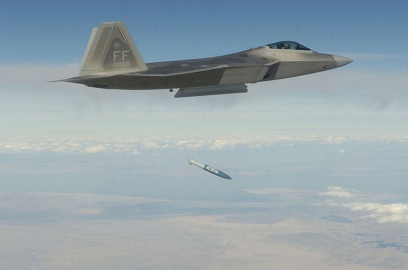 Lockheed Martin F-22 Raptor 800px-12