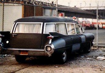 Avant d'être Ecto 1 , la caddy noir Black110
