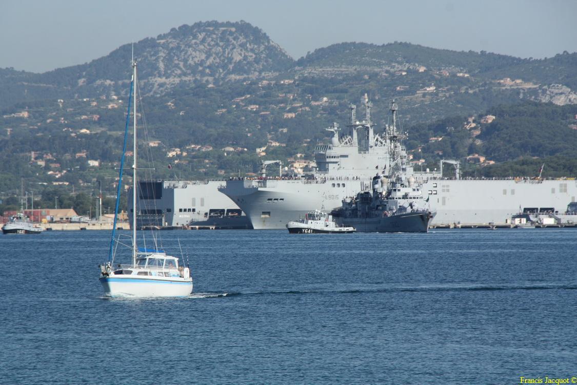 [LES PORTS MILITAIRES DE MÉTROPOLE] Mouvements de Bâtiments dans la rade de Toulon - Page 4 Img_3712