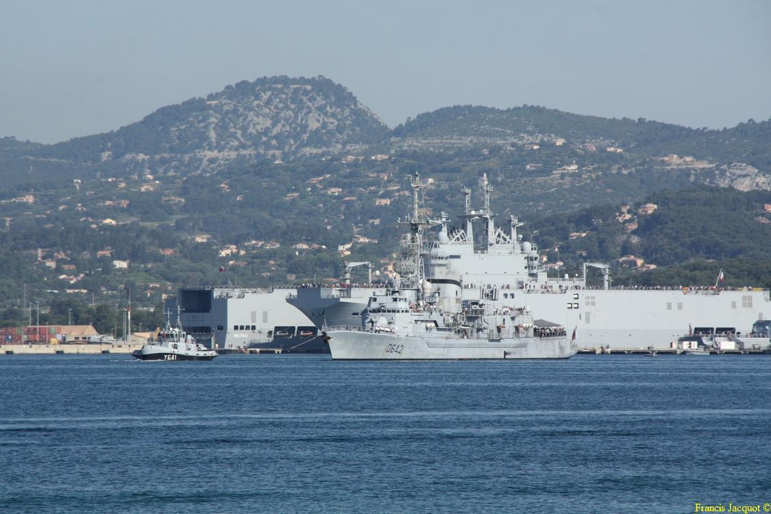 [LES PORTS MILITAIRES DE MÉTROPOLE] Mouvements de Bâtiments dans la rade de Toulon - Page 4 Img_3713