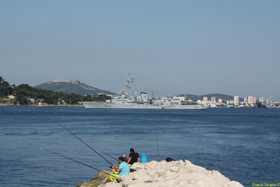 [LES PORTS MILITAIRES DE MÉTROPOLE] Mouvements de Bâtiments dans la rade de Toulon - Page 4 Img_3715