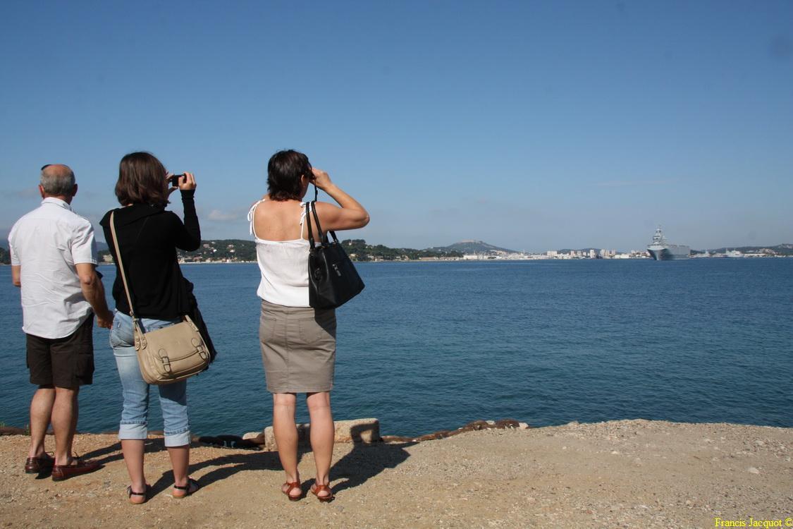 [LES PORTS MILITAIRES DE MÉTROPOLE] Mouvements de Bâtiments dans la rade de Toulon - Page 4 Img_3720