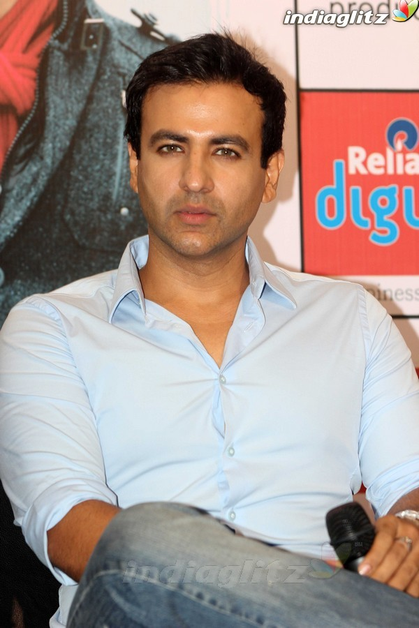 Ishkq In Paris Promotion At Reliance Digital Store 1201112