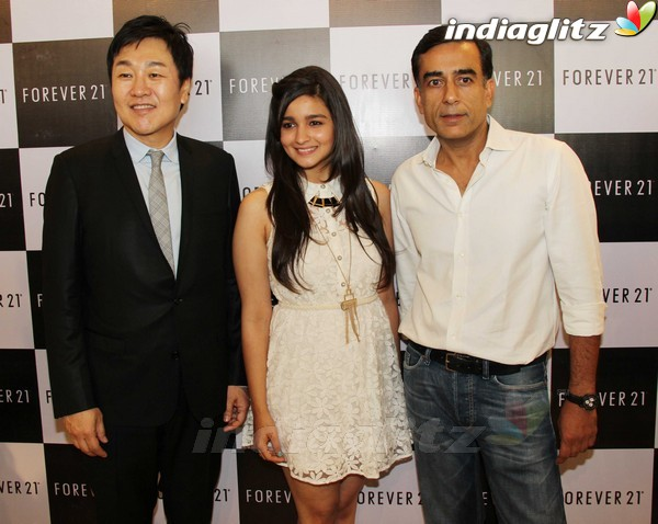 Alia Bhatt Launches Forever 21 Store Aalia210