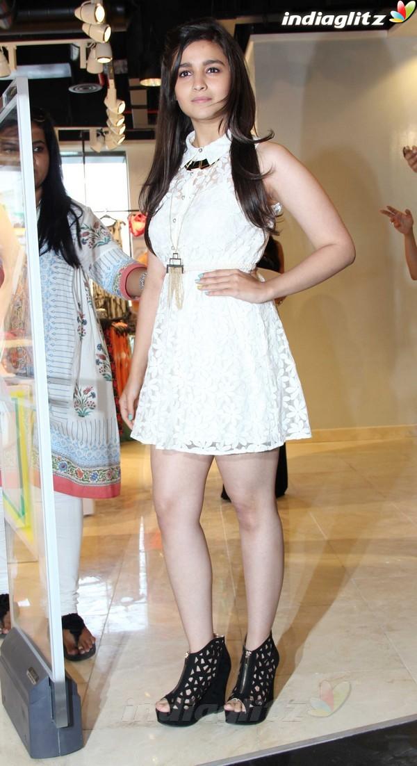 Alia Bhatt Launches Forever 21 Store Aalia211