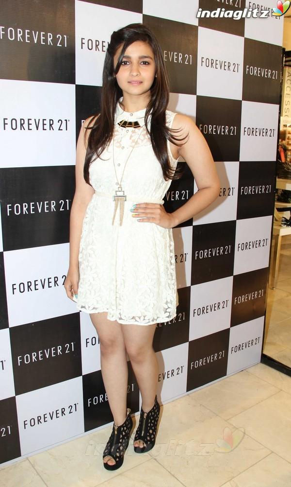 Alia Bhatt Launches Forever 21 Store Aalia212