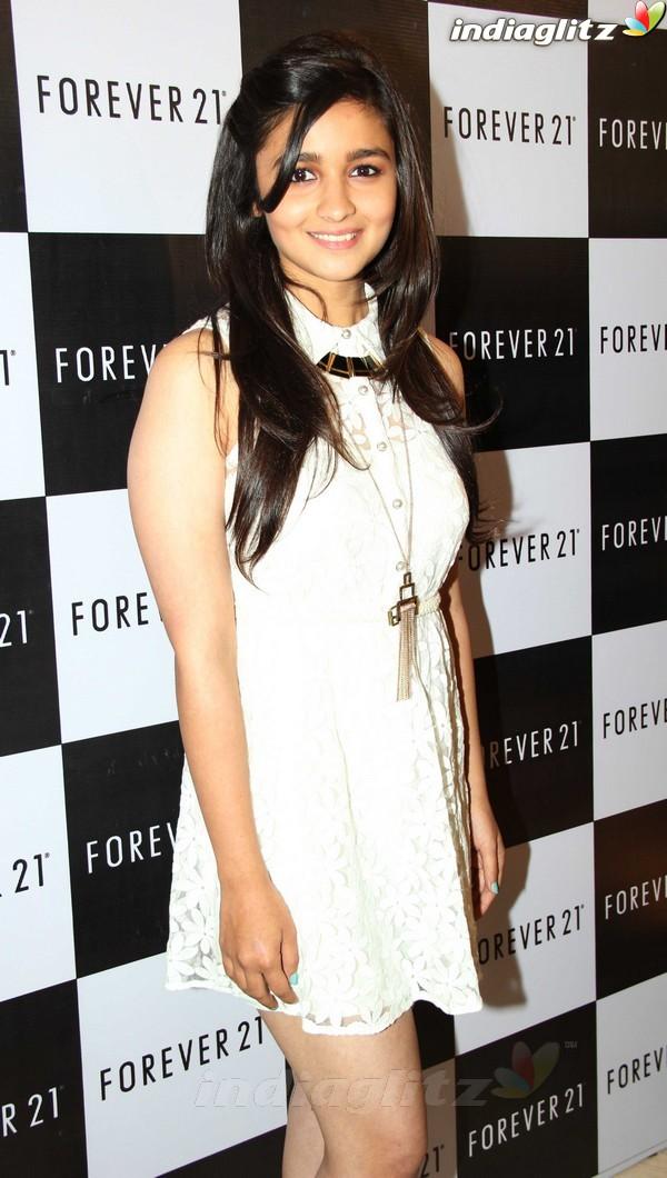 Alia Bhatt Launches Forever 21 Store Aalia214