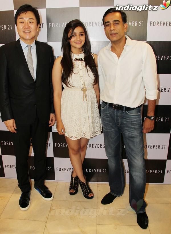 Alia Bhatt Launches Forever 21 Store Aalia216