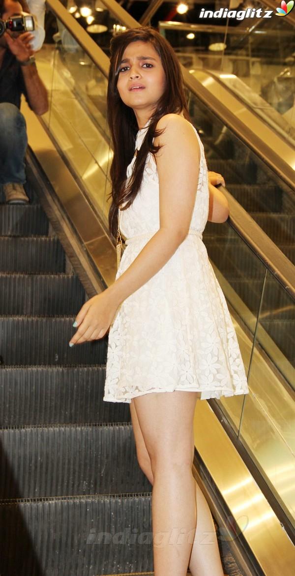 Alia Bhatt Launches Forever 21 Store Aalia217