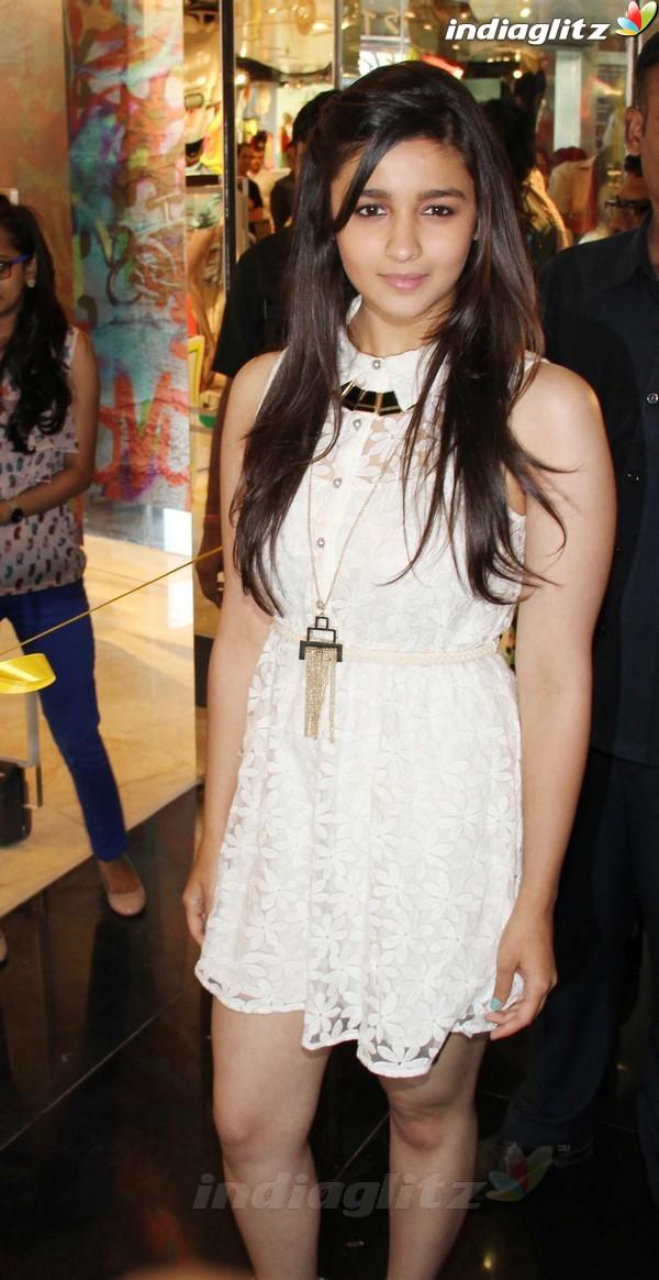Alia Bhatt Launches Forever 21 Store Aalia218