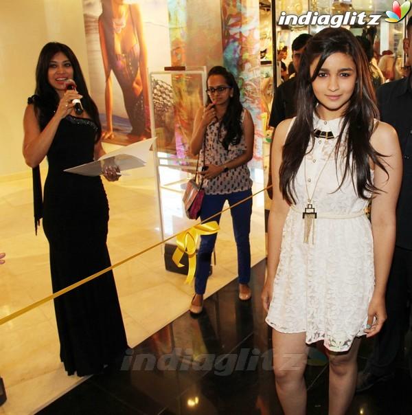 Alia Bhatt Launches Forever 21 Store Aalia219