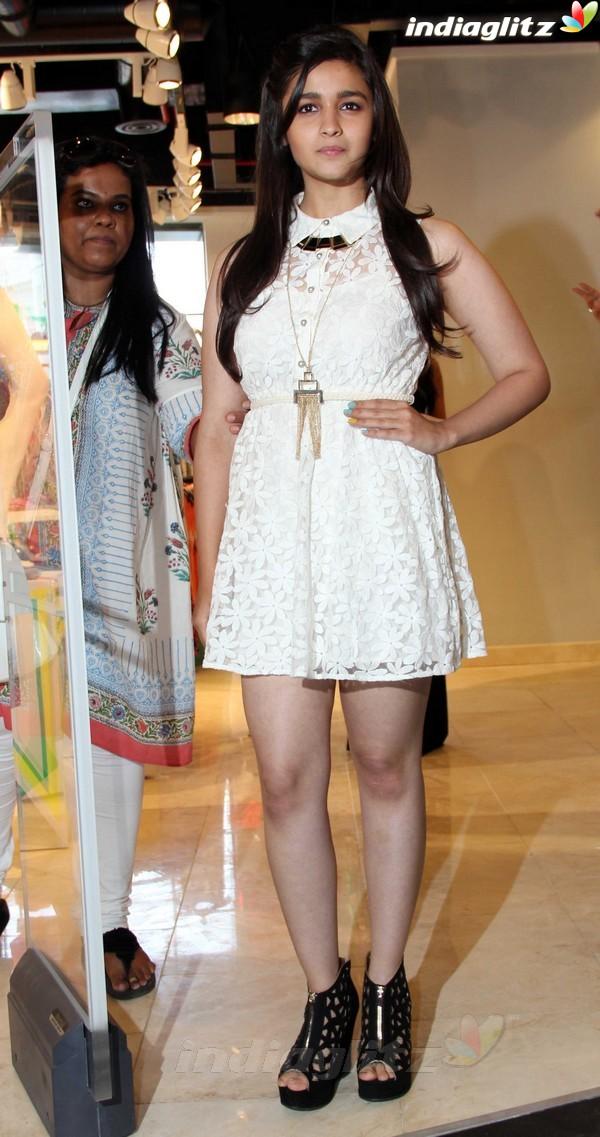 Alia Bhatt Launches Forever 21 Store Aalia222