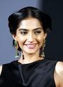Sonam Kapoor Unveils L'oreal Sunset Collection - Страница 2 72nx5r10