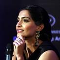 Sonam Kapoor Unveils L'oreal Sunset Collection - Страница 2 Atdwdx10
