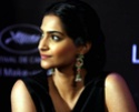 Sonam Kapoor Unveils L'oreal Sunset Collection - Страница 2 Euho2z10