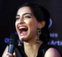 Sonam Kapoor Unveils L'oreal Sunset Collection - Страница 2 It49i510