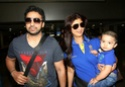 Shilpa Shetty snapped at Mumbai Domestic Airport with family Oej1q910