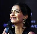 Sonam Kapoor Unveils L'oreal Sunset Collection - Страница 2 Y1bsda10
