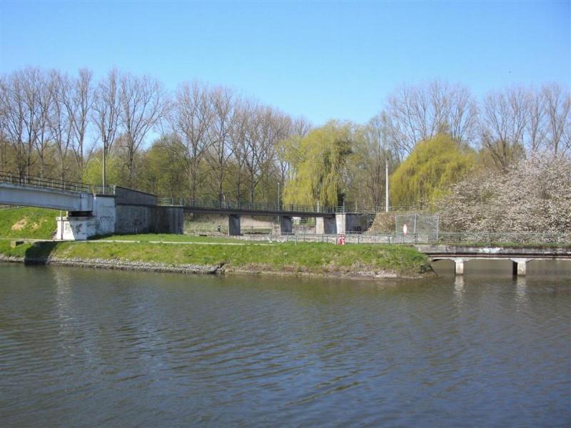 Canal Bruxelles-Charleroi  partie Flamande Halle(Lembeek) - Sint-Pieters-Leeuw - EV5 - Eurovelo 5 - F20 - Page 2 4a_hal10